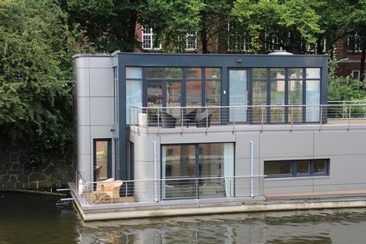 Houseboat on Eilbek Canal (Berth 1.1)