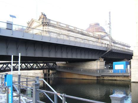 Pont ferroviaire du Musée Bode à Berlin