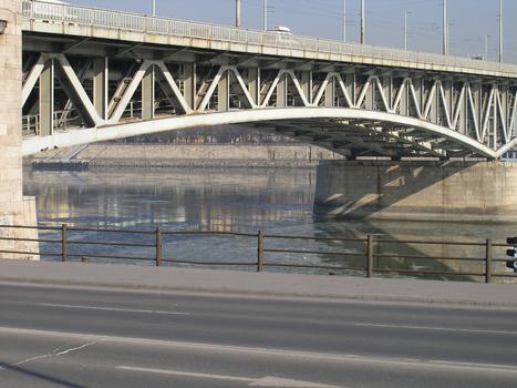 Petöfihid, Budapest