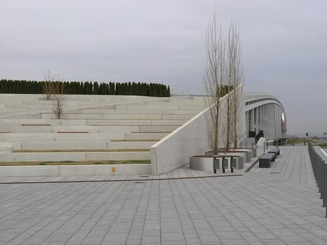 Landschaftstreppe, Brückenparkhaus