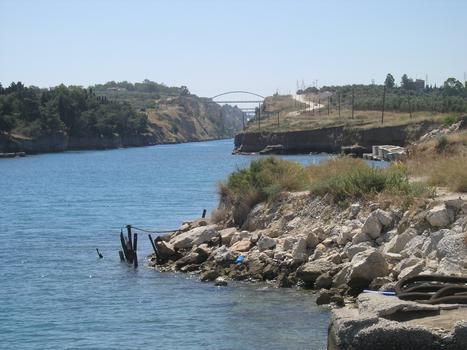 Passerelle sur le Canal de Corinthe