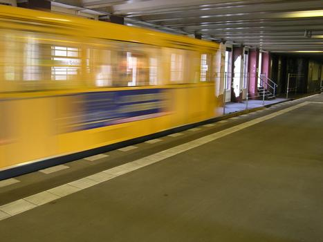Station de métro «Rathaus Schöneberg» à Berlin