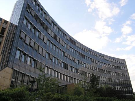 Verwaltungsgebäude, Kaiserin-Augusta-Allee 104
