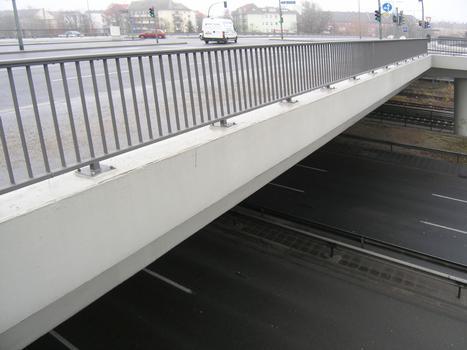 Joachim-Tiburtius-Brücke über A 103 (Westtangente)