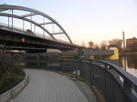 Fernbahn- und Parkwegbrücke neben der Elsenbrücke, Berlin