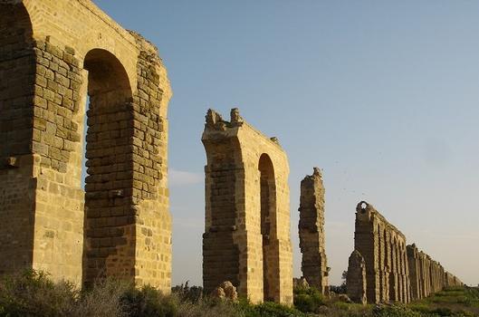 Pont-aqueduc romain de Zaghouan-Carthage au niveau de la RN3