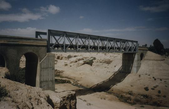 Oued El-Akarit-Eisenbahnbrücke, Tunesien.