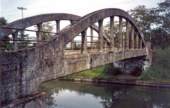 Garonne Lateral Canal - typical bridge