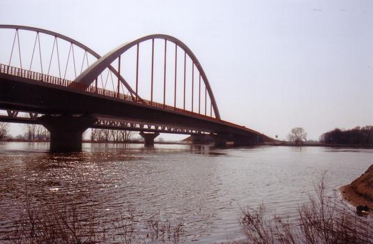Pont-route sur l'Elbe à Wittenberg