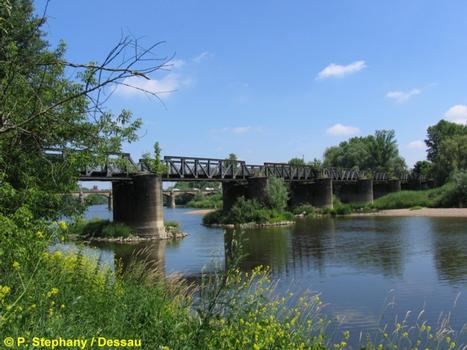Vieux pont ferroviaire sur l'Elbe à Madgeburg