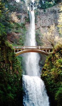 Multnomah Falls footbridge