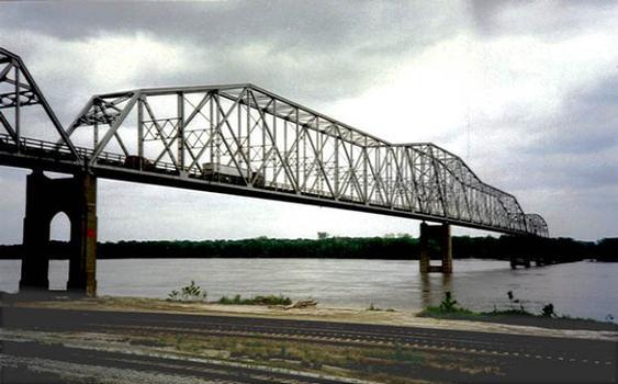 Mark Twain Memorial Bridge