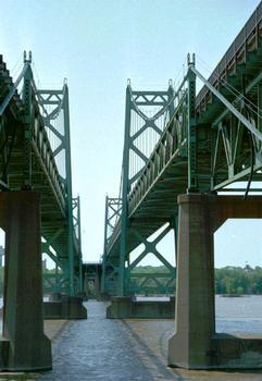 Iowa-Illinois Memorial Bridge