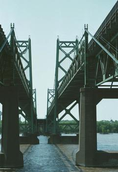 Iowa Illinois Memorial Bridge (1959)