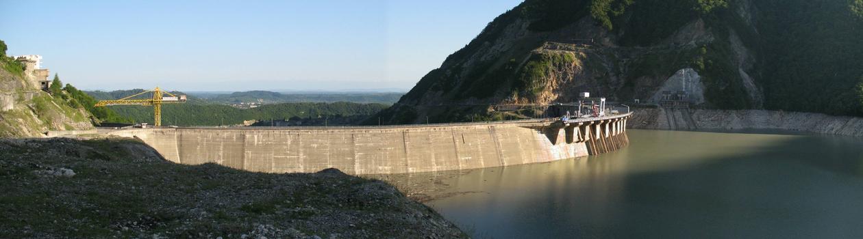 Barrage d'Enguri vu de l'amont