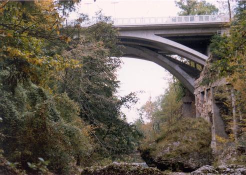 Ponts sur la Kokra à Kranj. Les ponts ont été construit de chaque côté d'un pont existant