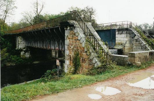Pont-rivière de l'Oudan dit «pont Pisserot», à Roanne, au-dessus du canal de Roanne à Digoin