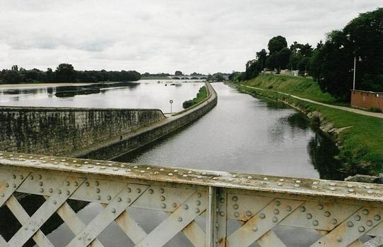 Le prolongement de 1921 du canal d'Orléans vers cette ville, à Saint-Jean-de-Bray