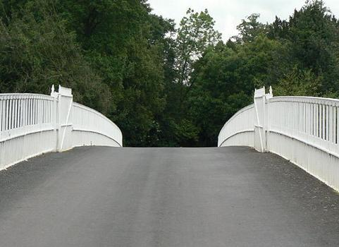 Eaton Hall Bridge - The roadway at the crown of the bridge. Although there is now a modern bitumenised surface, the appearance is probably very close to the original