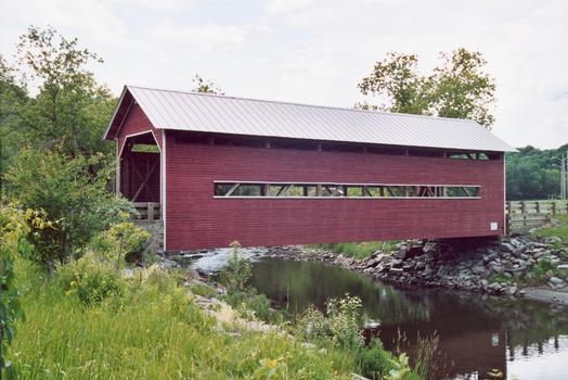 Pont Rouge du Parc de la Gorge, Coaticook, Québec, Canada