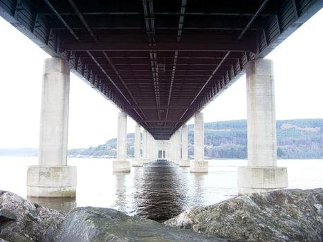 Kessock Bridge, Inverness The underside of the Kessock Bridge shows it to be a very rigid structure. Unlike the Infirmary bridge, this one doesn't sway at all