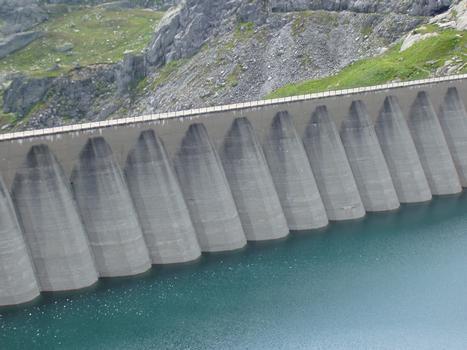 Lucendro Dam