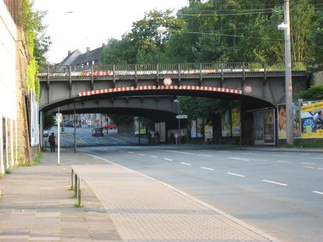Brücke Heiliger Weg - nördliche Brücke - in Dortmund Nordbrücke von Norden aus gesehen. Hinter der nördlichen Brücke ist auch die südliche Brücke sichtbar