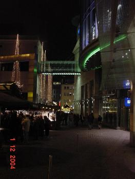 Passerelle Karstadt la nuit vue du Hansaplatz