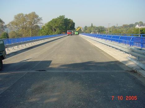 Blick von Osten auf die Brücke, nach der Erneuerung des Überbaus