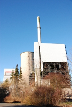 Kraftwerk Gustav Knepper : Kesselhaus, Schornstein und Kühlturm von Süden
