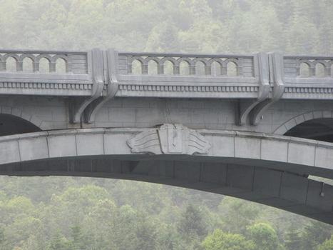 Isaac Lee Patterson Bridge arch hinge