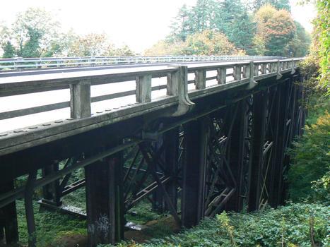 Vermont St. Viaduct on Barbur Blvd (Hwy 99W), Portland, Oregon