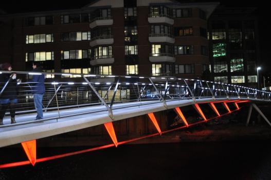 Fußgängerbrücke über den Fluss Irwell, Manchester, UK