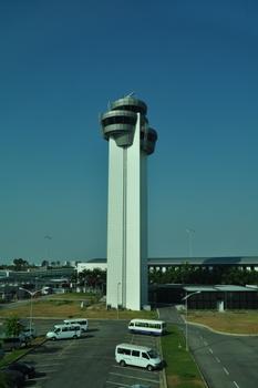 Kontrollturm am Flughafen Tân Sơn Nhất