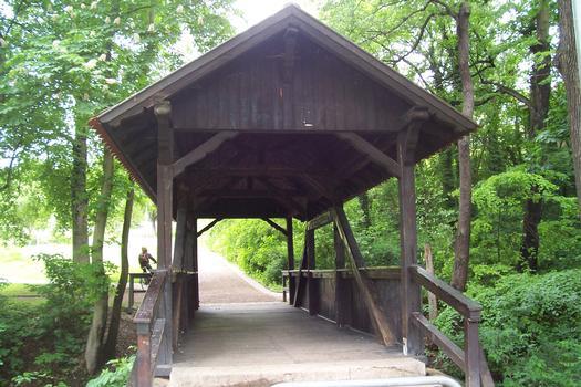 Pont-couvert dans le Luisenpark à Erfurt