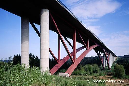 Viaduc de l'Eau Rouge sur l'E42 entre Francorchamps et Malmedy conception: bureau Greisch