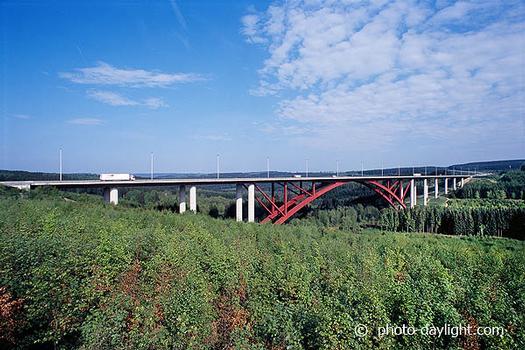 Viaduc de l'Eau Rouge sur l'E42 entre Francorchamps et Malmedyconception: bureau Greisch: Viaduc de l'Eau Rouge sur l'E42 entre Francorchamps et Malmedy conception: bureau Greisch