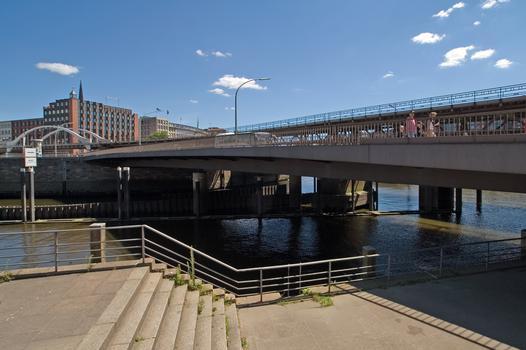 Binnenhafenbrücke über den Alsterfleet in Hamburg
