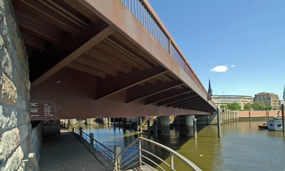 Otto-Sill-Brücke über den Alsterfleet in Hamburg