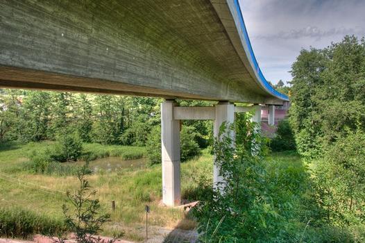 Waschenbachtalbrücke über die Waschenbacher Straße an der südlichen Zufahrt zum Lohbergtunnel