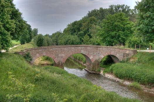 Die Wattenheimer Brücke über die Weschnitz