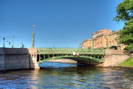 Erste Gartenbrücke