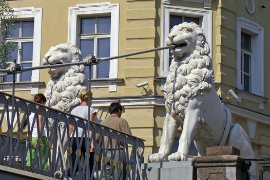 Löwenbrücke