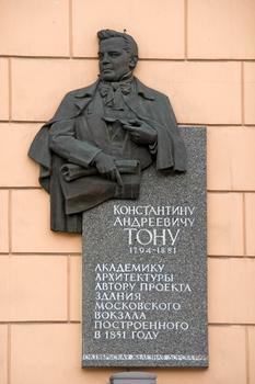 Denkmal für Konstantin Andrejewitsch Thon am Moskauer Bahnhof