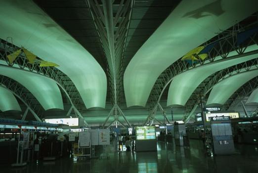 Kansai International Airport Terminal (Osaka, 1994)