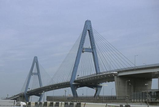 Meiko-Higashi Bridge