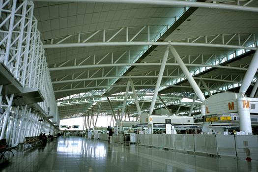 Abfertigungsgebäude am Internationalen Flughafen Fukuoka