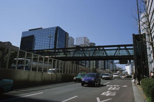 Fußgängerbrücke in Shibuya