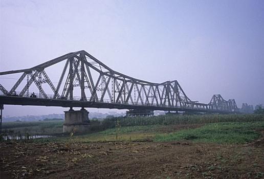 Long-Bien-Brücke