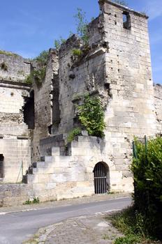 Château de Coucy, partie de la porte de Laon côté ville